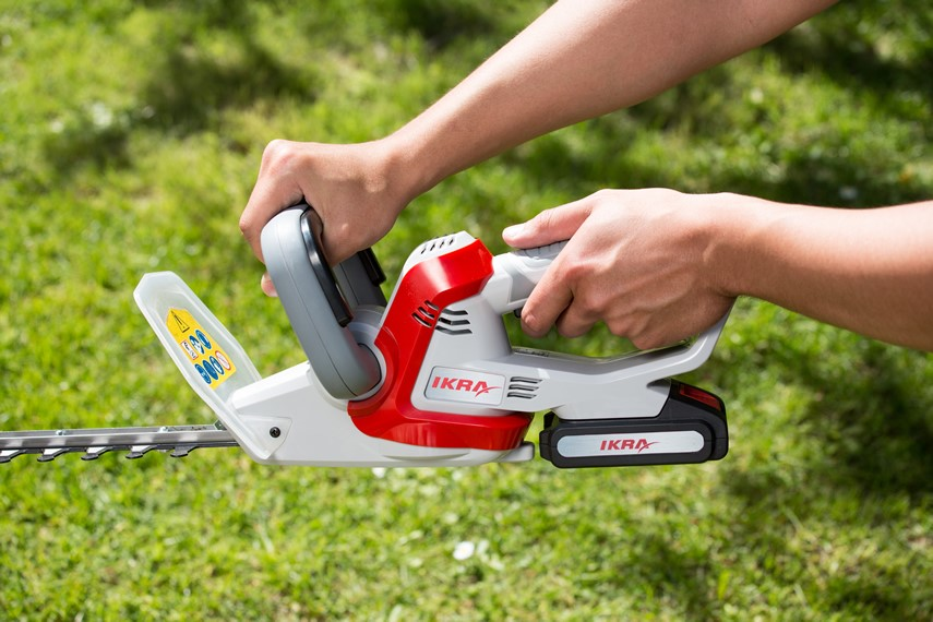 IKRA cordless hedge trimmer with battery